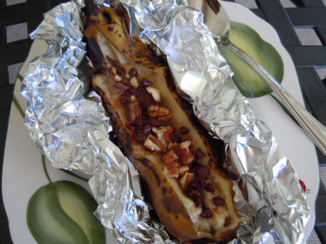 Grilled Banana Boats With Peanut Butter, Chocolate, And ...