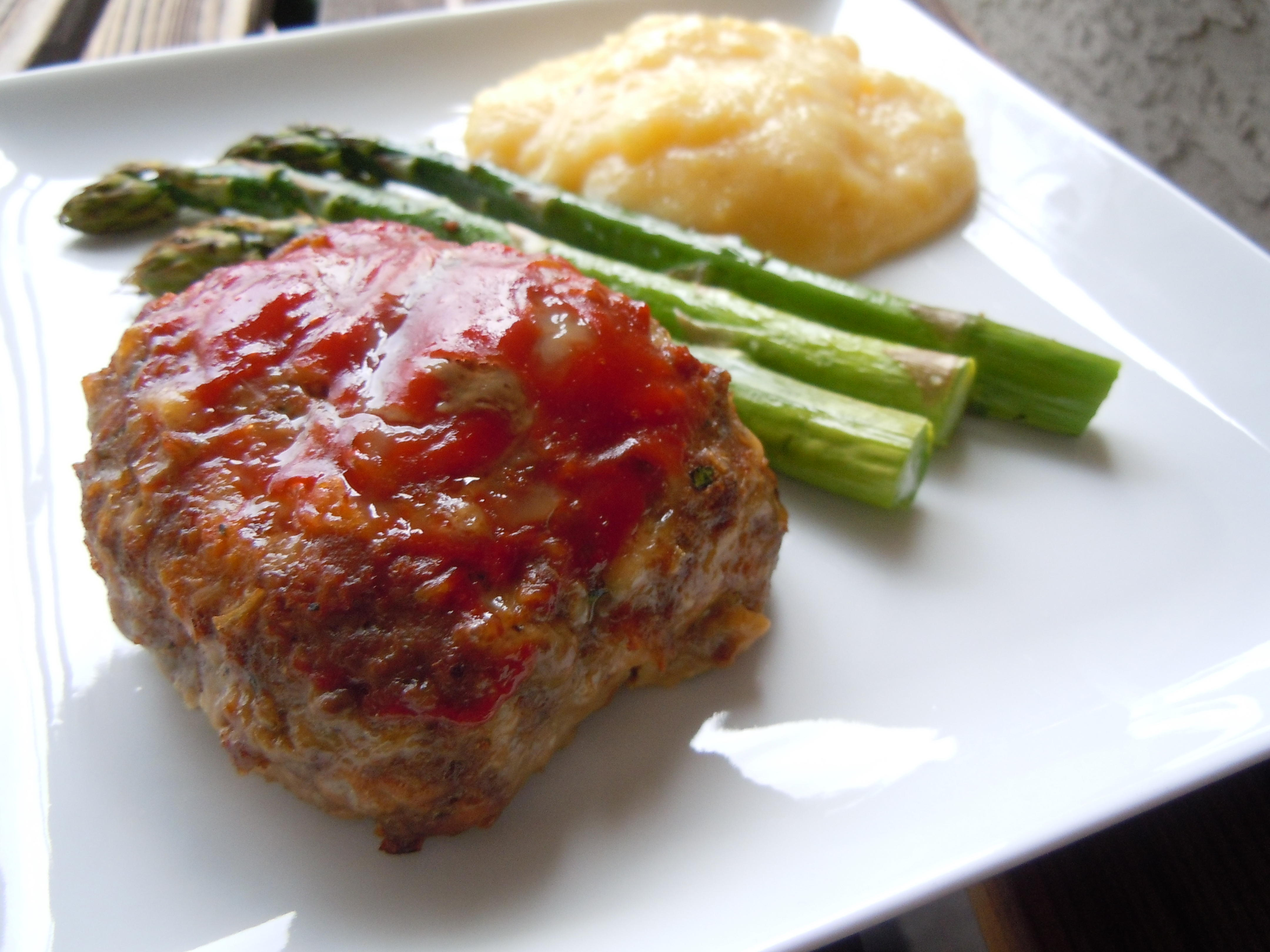 Cheesy Meat Loaf Minis Weight Watchers PointsPlus 7 » Nutmeg Notebook