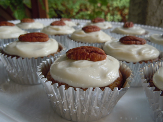 Skinny Hummingbird Cupcakes Recipe — Dishmaps